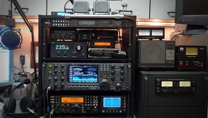 Should you get a Ham Radio License or Hide from the Government? If SHTF, The First Place They Would go Would be The Ham Operators And Take Them Offline
